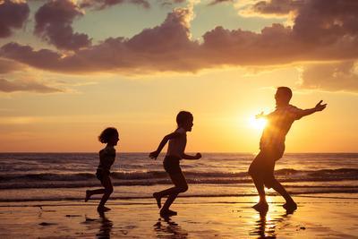Mengagumkan! Ini 5 Ciri Ayah Super yang Bisa Jadi Teladan Bagi Si Kecil
