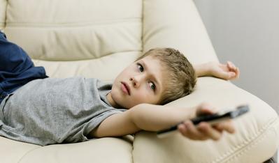 4. Batasi Gadget dan Menonton Televisi