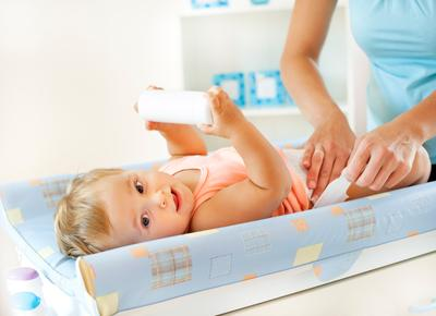 Penting! Ini 4 Hal yang Harus Diperhatikan Saat Menggunakan Bedak Bayi Pada Si Kecil