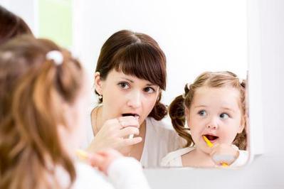 Enggak Perlu Bingung Moms! Lakukan Cara Ini Yuk Agar Anak Rajin Sikat Gigi Malam