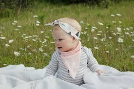 Moms, Ini Dia Tips dan Inspirasi Memilih Bando Bayi yang Lucu dan Tidak Norak!