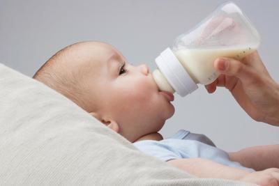 Perhatikan, Moms! Begini Cara Mudah Mengenali Anak Alergi Susu Sapi atau Tidak