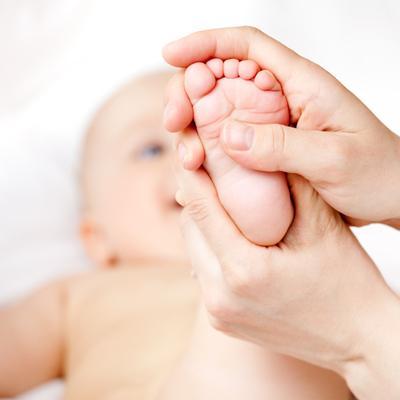 Wajib Coba! 4 Pijatan Sederhana Ini Bisa Membuat Bayi Cepat Berjalan Lho Moms