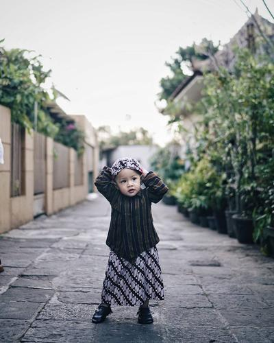 Moms, Gemas Enggak Melihat Tingkah Bayi Lucu Indonesia Ini?