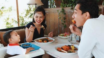 Atur Kebiasaan Makan Si Kecil