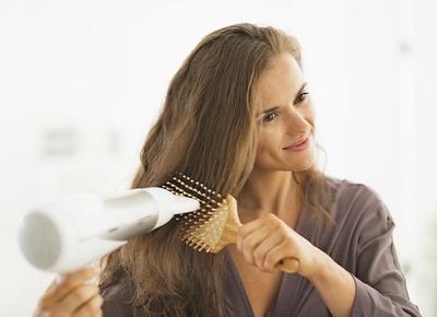 Jangan Lakukan 4 Hal Ini Kalau Tidak Mau Rambut Moms Rontok Saat Hamil