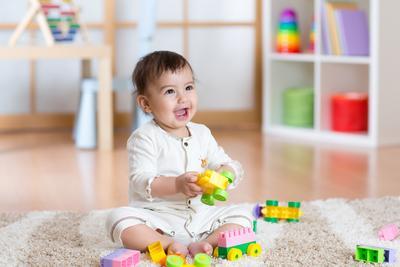 Moms, Begini Tips Membeli Mainan Bayi yang Murah Lewat Belanja Online!