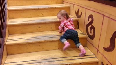 Jangan Sampai Lengah Moms, Ini Tandanya Jika Si Kecil Sudah Mau Bisa Berjalan