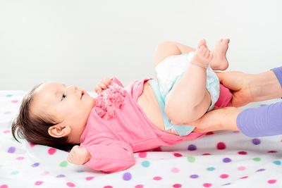 Repot Saat Mengganti Popok Bayi yang Aktif? Yuk, Baca Tips Berikut Ini!