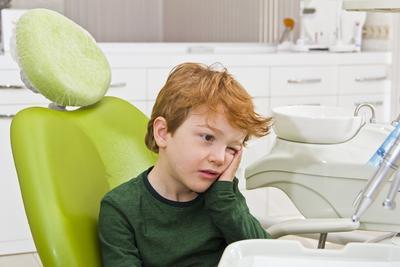 Penting! Jangan Beri Si Kecil 4 Jenis Makanan Ini Jika Tidak Ingin Gigi Anak Berlubang