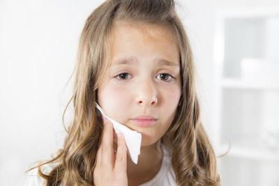 Cuma Lima Menit, Atasi Gigi Berlubang Pada Anak dengan 4 Bahan Masakan Ini
