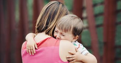Moms, Ini 6 Trik Ampuh Menghadapi Anak yang Tantrum di Tempat Ramai