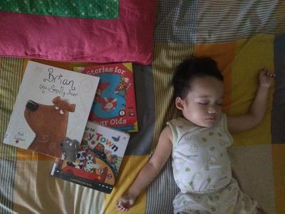 3 Manfaat Membacakan Buku dan Bercerita Pada Anak 10 menit Sebelum Tidur