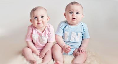 Begini Trik Memberikan Nama Bayi untuk Si Kembar, Moms!