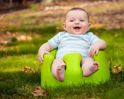 Mengapa Bayi 9 Bulan Belum Bisa Duduk, ya Moms? Ini Penyebab dan Tipsnya