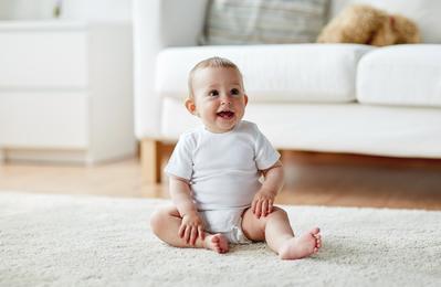 Kapan Sebenarnya Bayi Mulai Siap untuk Duduk? Ternyata di Usia Ini Sudah Bisa Lho!