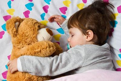 Menidurkan Bayi dengan Metode Fading? Cari Tahu Dulu Moms di Sini Biar Enggak Salah!