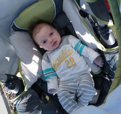2. Usia Bayi Menggunakan Stroller