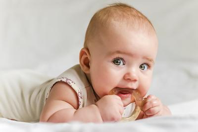 4 Cara Ampuh Untuk Menenangkan Bayi Rewel Karena Tumbuh Gigi