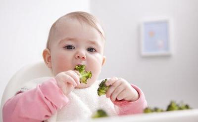 Sebentar Lagi waktunya MPASI? Moms, Ini Dia Tips Melatih Bayi Makan