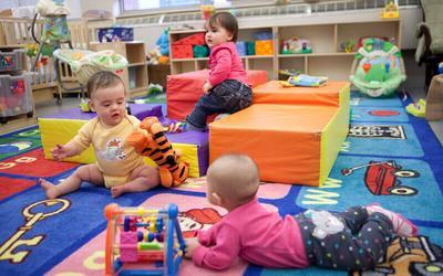 4 Tips Memilih Daycare untuk Menitipkan Bayi Saat Ibu Bekerja
