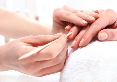5. Perawatan Kuku dan Tangan