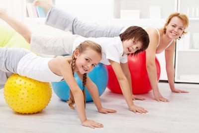 Yuk, Olahraga Bersama Anak! Moms Bisa Coba 4 Olahraga Ini
