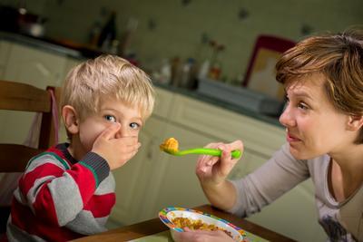Jangan Bingung, Ini Dia Tips Atasi Anak Susah Makan!