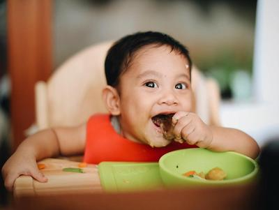 Yuk, Buat Bayi Tertawa dengan 5 Cara Ini, Moms!