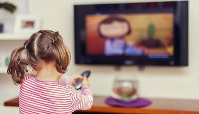 2) Menonton Televisi dan Bermain Komputer dengan Jarak Sangat Dekat
