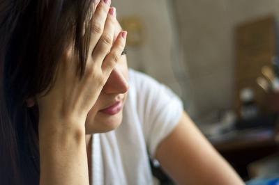 1. Sedih dan Mudah Menangis