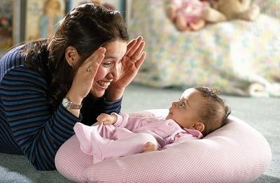 Nah, Ini Dia Tips Ampuh Membuat Bayi Tertawa