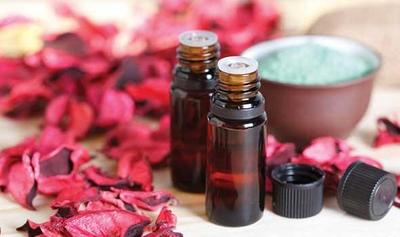5 Manfaat memakai Rosewood Essential Oil