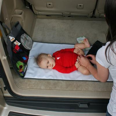 4. Ajak Bayi Bermain Sambil Ganti Popoknya