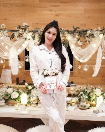 Initip Yuk Foto Maternity Sandra Dewi yang Elegan Ala Princess