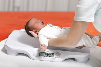 4 Fakta yang Kamu Perlu Tahu Tentang Berat Badan Bayi Pada 12 Bulan Pertama