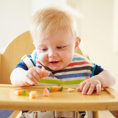 Rambut Si Kecil Pitak? Ini Dia Tips Untuk Menebalkan Rambut Bayi!
