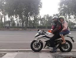 Moms, Pahami Risiko Naik Motor Saat Hamil, Yuk!