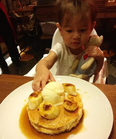 Menghadapi 'Lirikan' Orang Saat Anak Makan
