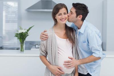 Bantulah Suami Menciptakan Bonding ke Calon Buah Hati