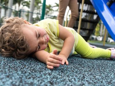 #FORUM Bayi jatuh lalu demam, harus ke rumah sakitkah?