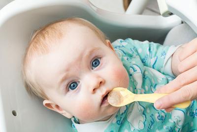 Yummy! Ini 5 Kreasi Menu MPASI Pertama Bayi yang Bisa Moms Berikan untuk Si Kecil