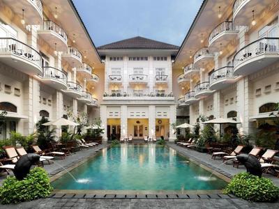 4. The Phoenix Hotel