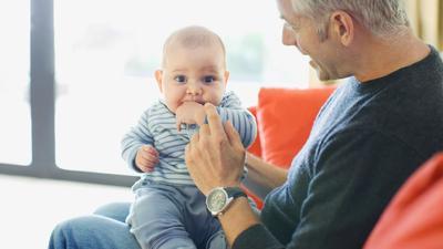 Menitipkan Anak pada Orang Tua? Ini Etikanya, Moms