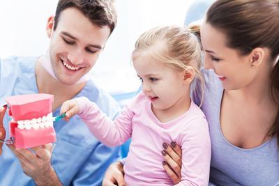 Anak Takut ke Dokter Gigi? Coba 5 Tips Ini Yuk, Moms