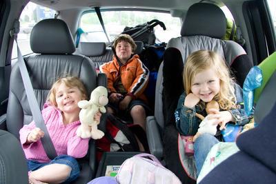 Tak Perlu Khawatir Moms, Hal Ini Bisa Bikin Si Kecil Tetap Nyaman Saat Bepergian dengan Mobil