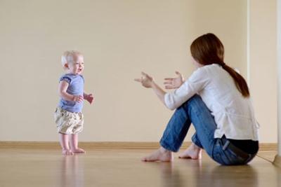 Plus Minus Mengajari Anak Jalan Sendiri VS Baby Walker