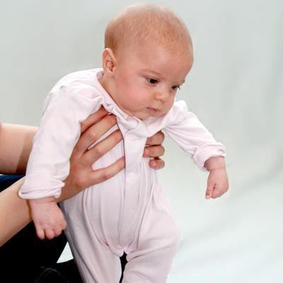 #FORUM Bayi 5 bulan ini berdiri, boleh apa tidak?