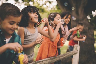 Ini 4 Manfaat Penting Anak Bermain Di Alam Bebas, Moms!