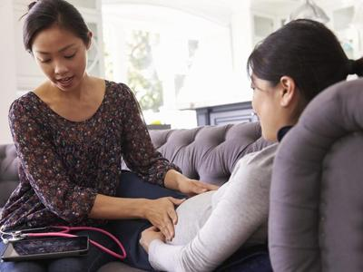 Segudang Manfaat Doula yang Sayang untuk Moms Lewatkan